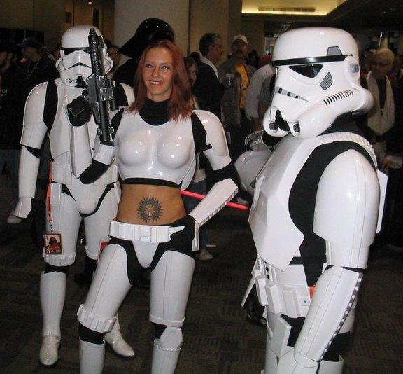 belly button tattoo. femtrooper-with-elly-utton-